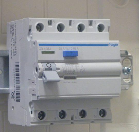 Hager CD, CD425J, Áram-védőkapcsoló (Fi-relé), A osztály, 4P, 25A, 30mA (Hager CD425J)