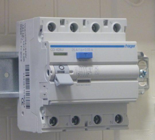 Hager CD, CD426J, Áram-védőkapcsoló (Fi-relé), AC osztály, 4P, 25A, 30mA (Hager CD426J)