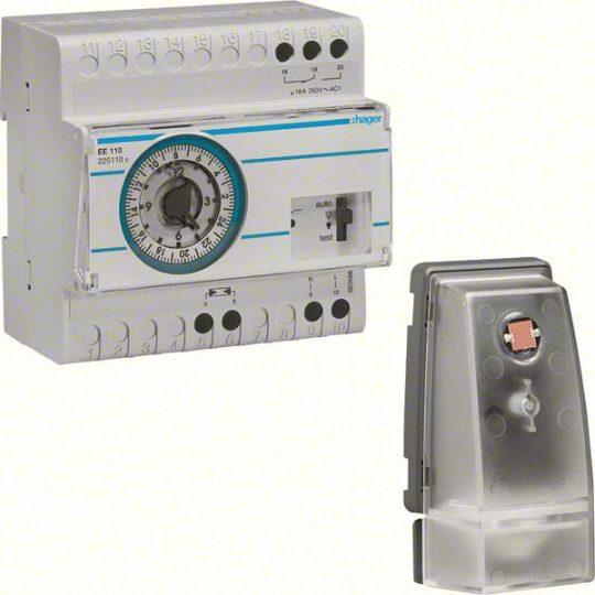 Hager EE110 Alkonykapcsoló, 1 váltó, 10A, 230V AC, moduláris, analóg órával, fk.érzékelővel (EE003), 5-2000 L